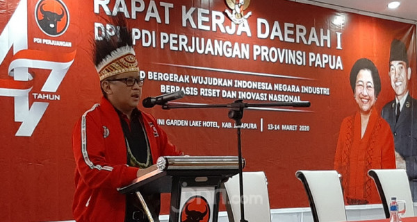 Hasto Kristiyanto Buka Rakerda I DPD Papua - JPNN.com