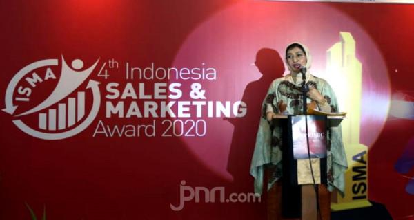 Founder Economic Review & Indonesia-Asia Insitute Irlisa Rachmadiana sekaligus ketua penyelenggara ISMA IV 2020 dalam acara Indonesia Sales & Marketing Award IV 2020. Foto: Ricardo - JPNN.com