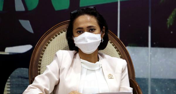 Anggota Komisi I DPR RI Fraksi Partai Golkar Christina Aryani saat menjadi pembicara pada diskusi Urgensi RUU Perlindungan Data Pribadi, Jakarta, Selasa (8/6). Foto: Ricardo - JPNN.com