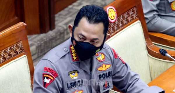 Kapolri Jenderal Listyo Sigit Prabowo mengikuti rapat kerja Komisi III DPR di Kompleks Parlemen Senayan, Jakarta, Rabu (16/6). Rapat tersebut membahas realisasi program prioritas Polri, pengungkapan kasus-kasus aktual, dan tindak lanjut atas pengaduan masyarakat. Foto: Ricardo - JPNN.com