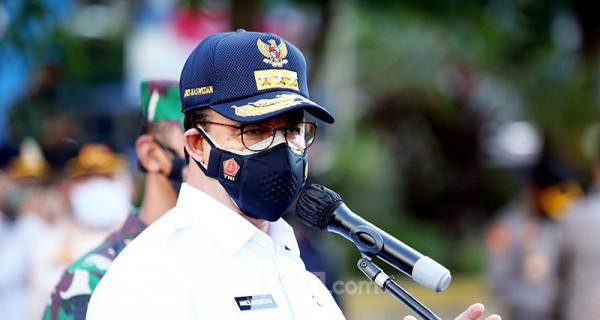 Gubernur DKI Jakarta Anies Baswedan saat apel gelar pasukan Aman Nusa II Penanganan Covid-9 di Polda Metro Jaya, Jakarta, Jumat (2/7). Foto: Ricardo - JPNN.com